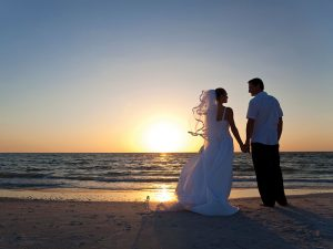 Sunset_couple_wedding_800